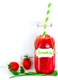 Tomate Smoothie mit Kräutern stockfoto