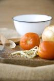 Tomate sur le conseil en bois Images stock