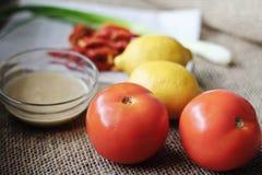 Tomate Tahini-Bestandteile Stockbilder