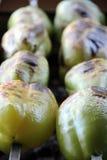 Tomate u. Kartoffel Geschmackvoll, köstlich, appetitanregend, gesund Holz-abgefeuertes Grillgemüse Gegrilltes Gemüse Gekocht auf  Stockfotografie