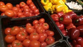 Tomate u. Paprika stockbilder