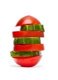 Tomate und Gurke getrennt auf Weiß lizenzfreie stockbilder