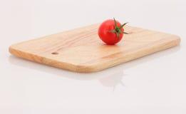 Tomate und Schneidebrett Lizenzfreies Stockbild
