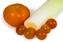 Tomate vermelho e alho-porro verde Fotografia de Stock