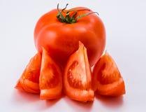 Tomate vermelho em um fundo branco Foto de Stock