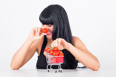 Tomate. Woman with tomatoes in shoppingcart Royalty Free Stock Images