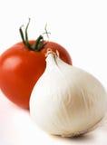 Tomate y cebolla blanca Imágenes de archivo libres de regalías