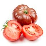 Tomate y hoja de la albahaca aislada Fotografía de archivo libre de regalías