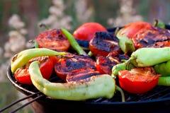 Tomate y pescados de las pimientas que asan a la parrilla en el Bbq Imagen de archivo libre de regalías