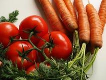 Tomate y zanahoria fotos de archivo
