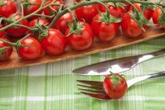 Tomategabel und -messer lizenzfreie stockfotos