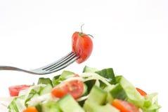 Tomatekirsche auf Gabel. Diät Lizenzfreies Stockbild