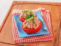 Tomaten angefüllt mit gehacktem Fleisch Stockbilder