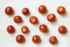 Tomaten auf einem hellen Hintergrund Stockfotografie