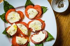 Tomaten, Basilikum und Käse Lizenzfreies Stockfoto