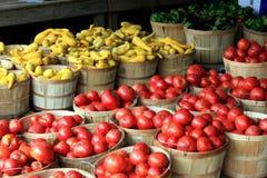 Tomaten bij markt royalty-vrije stock afbeeldingen