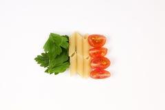 Tomaten, deegwaren en kruid Stock Afbeelding