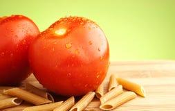 Tomaten en deegwaren Royalty-vrije Stock Afbeeldingen
