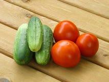 Tomaten en komkommers Royalty-vrije Stock Afbeeldingen
