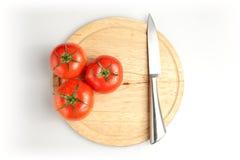 Tomaten en mes op plaat Royalty-vrije Stock Fotografie