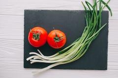 Tomaten en uien Stock Fotografie