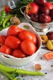 tomaten, groenten, stilleven Witte achtergrond Stock Fotografie