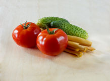 Tomaten, komkommers en kaas Suluguni Stock Foto