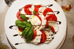 Tomaten mit Mozzarella stockfotos