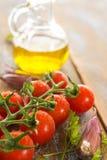 Tomaten mit Olive und Knoblauch Stockfoto