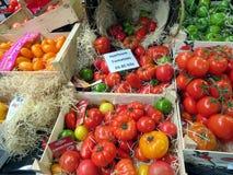 Tomaten op een marktkraam Royalty-vrije Stock Foto's