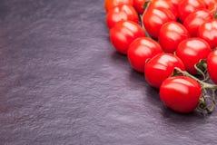 Tomaten op een steenplaat Royalty-vrije Stock Fotografie
