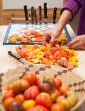 Tomaten op het drogen worden voorbereid die Royalty-vrije Stock Foto