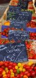 Tomaten op markt stock afbeeldingen