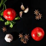 Tomaten, peterselie, steranijsplant en knoflook Royalty-vrije Stock Afbeelding
