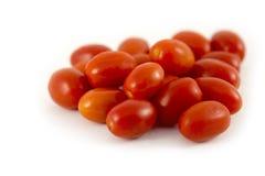Tomaten-Traubenkirsche auf weißem Hintergrund Stockfoto