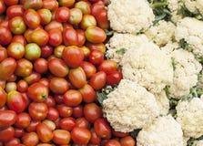 Tomaten und Blumenkohl stockfoto