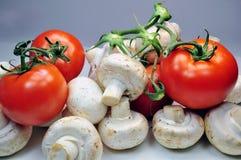Tomaten und Pilze Lizenzfreies Stockbild
