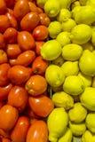 Tomaten und Zitronen Stockfotografie