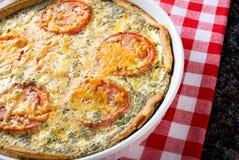 Tomaten-und Zwiebel-Quiche Stockfotos