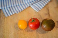 Tomaten van drie verschillende kleuren Stock Afbeelding