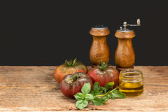 Tomatenbasilikumvorbereitung stockbild