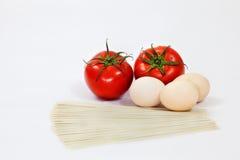 Tomateneier und -nudeln Stockbild