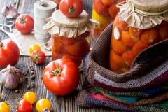 Tomatenkonserven in den Gläsern Stockfoto