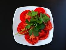 Tomatenplakken met peterselie Stock Fotografie