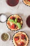 Tomatenquiche mit Wein das nationale Frankreich stockfoto