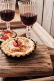 Tomatenquiche mit Wein das nationale Frankreich stockbild