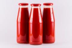 Tomatensaft mit drei Flaschen Lizenzfreies Stockfoto