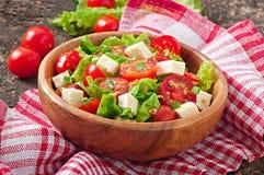 Tomatensalade met sla, kaas Royalty-vrije Stock Foto's