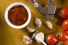 Tomatensauce mit Knoblauch Lizenzfreie Stockfotos