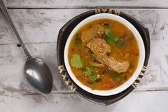 Tomatensuppe mit Sojabohnenölfleisch Stockfoto